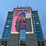 Hommage à Samuel Paty : des Unes de Charlie Hebdo sur l'Hôtel de Région